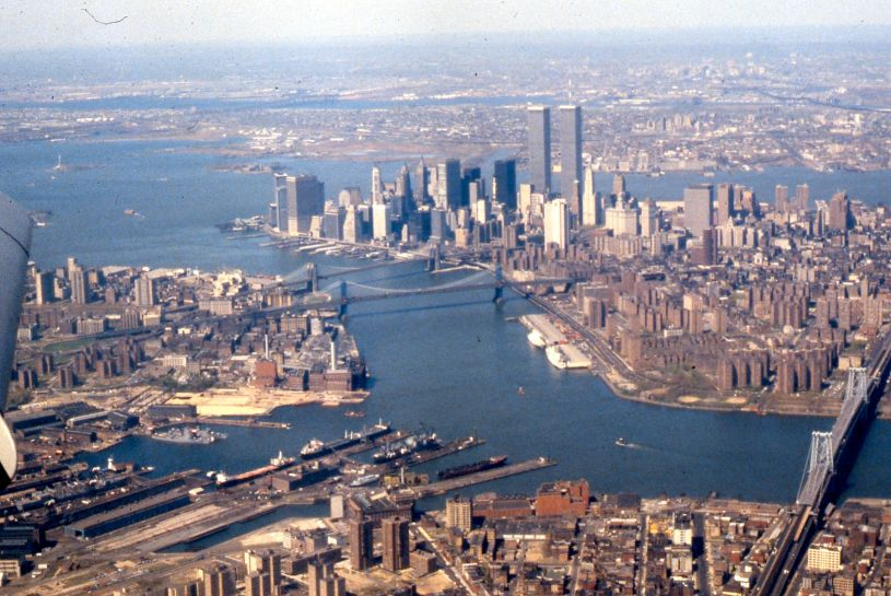 Aerial_view_of_East_River,_Lower_Manhattan,_New_York_Harbor,_1981