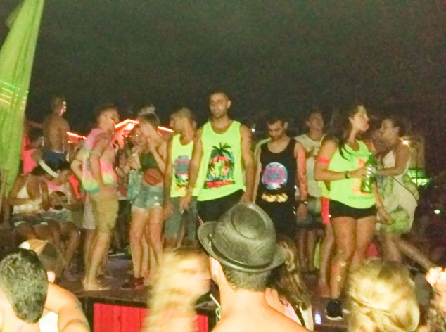People drinking and dancing at the full moon party in november 2015